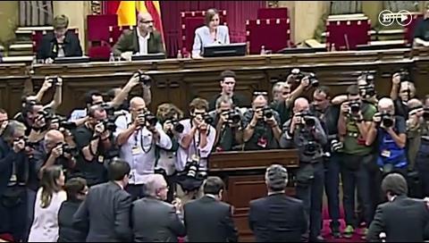 El Parlament de Cataluña aprueba la resolución para declarar la independencia