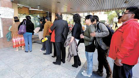 Solicitantes para revocatorio deben recabar firmas de la ciudadanía.