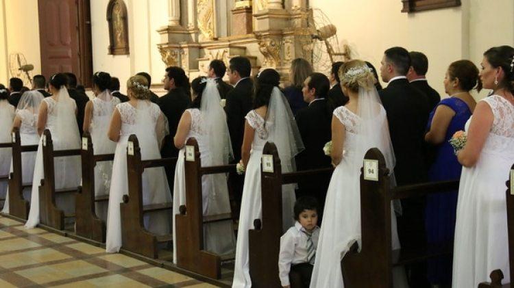 Un centenar de parejas se casó el mismo día en Paraguay (EFE)