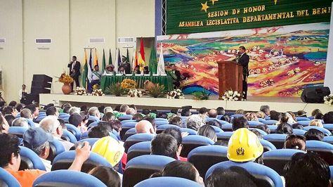 El presidente Evo Morales y el gobernador Álex Ferrier en acto por aniversario departamental. Foto: Ministerio de Comunicación