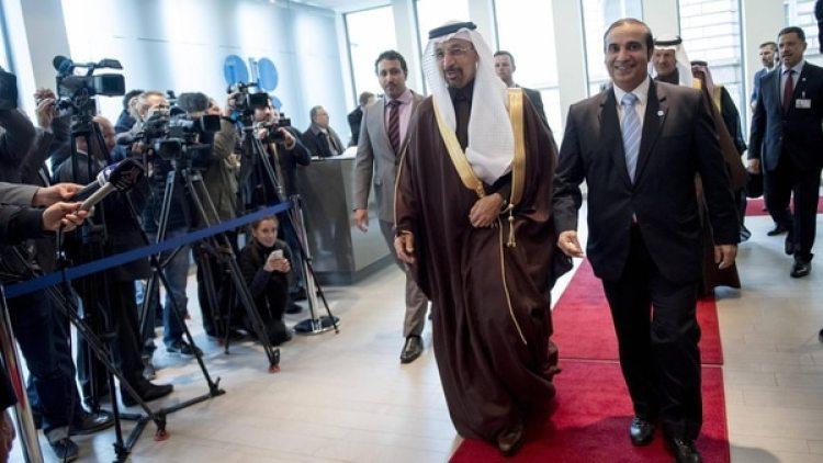 El ministro saudí de Energía, Khalid al-Falih, llega a una reunión de la OPEPen Viena (AFP)