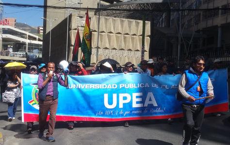 Marcha de protesta de estudiantes de la UPEA en el centro de la ciuadad de La Paz. Foto: La Razón