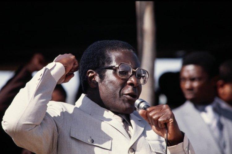 Mugabe da un discurso en 1984, en los inicios de su gobierno al mando de Zimbabwe (AFP