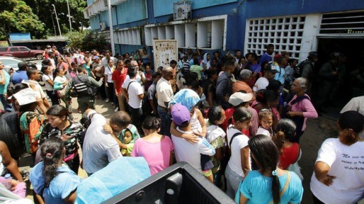 Las condiciones de vida en Venezuela empeoran a diario y ser opositor al régimen se está convirtiendo en una ocupación peligrosa (REUTERS)