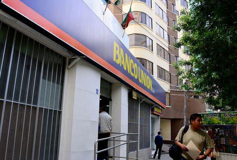 Una de las sucursales del Banco Unión. Foto: archivo La Razón