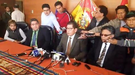 El presidente del TCP, Macario Lahor Cortez (c), al momento de dar lectura al fallo