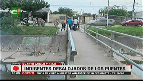 Vecinos desalojaron a indigentes de los canales de drenaje