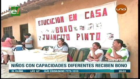 Estudiantes de 'Educación en Casa' reciben bono Juancito Pinto