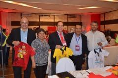 Pedro Guevara director oficina comercial de Peru (centro) junto a empresarios peruanos
