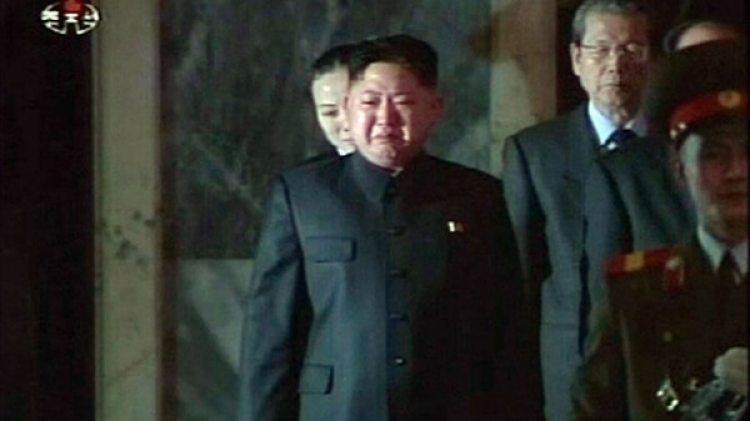 Kim Jong-un entre lágrimas durante el entierro de su padre, Kim Jong-il, en diciembre de 2011