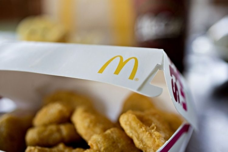 "Una caja de McDonald's con ""nuggets"" de pollo en una tienda de Tiskilwa (Illinois) (Daniel Acker/Bloomberg/The Washington Post)"