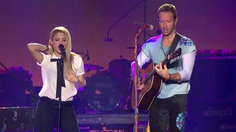Shakira con Chris Martin, de Coldplay