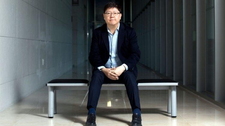 Kim Hong-gul, líder del Consejo Coreano para la Reconciliación y Cooperación, posa para una fotografía en Seúl, Corea del Sur, el lunes 4 de diciembre de 2017. (SeongJoon Cho/Bloomberg)