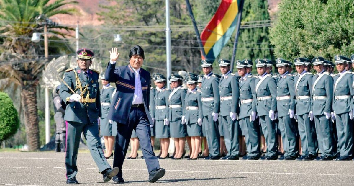 Evo Morales dispone cambio del Alto Mando Militar