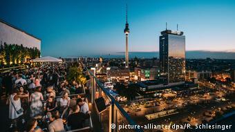 Über den Dächern von Berlin (picture-alliance/dpa/R. Schlesinger)