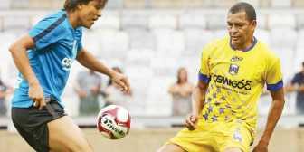 Martins y Dinho juegan por Gremio