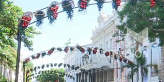 Santa Cruz: Arreglo navideño en la Plaza 24 de Septiembre inspirada en los mercados