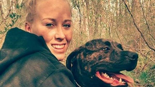 Una joven fue devorada por sus dos perros mientras paseaba en un bosque