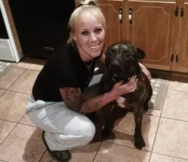 EUA: Encuentran cadáver de joven que murió devorada por sus propios perros