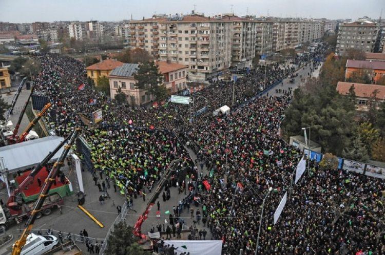 Una manifestación de este domingo en Diyarbakir, Turquía, en apoyo de Palestina y en rechazo de la medida tomada por Donald Trump (AFP)