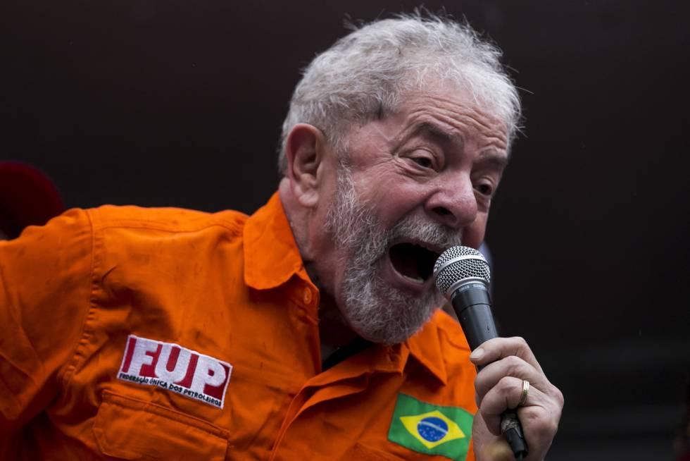 El expresidente de Brasil Lula da Silva, en una protesta contra el Gobierno, en octubre
