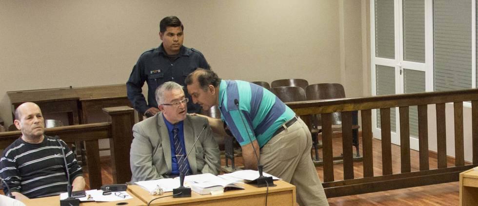 Daniel Bulacio (izq.) en el tribunal de Santiago del Estero.