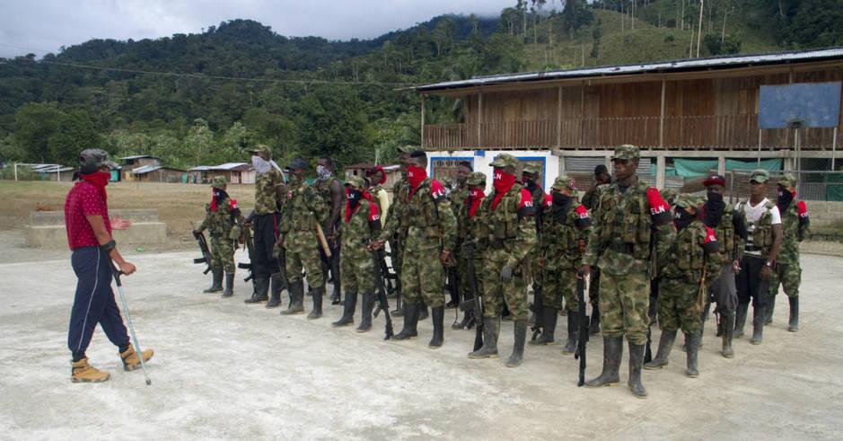Los militantes, recibiendo instrucción en el campamento. (H. Estepa)