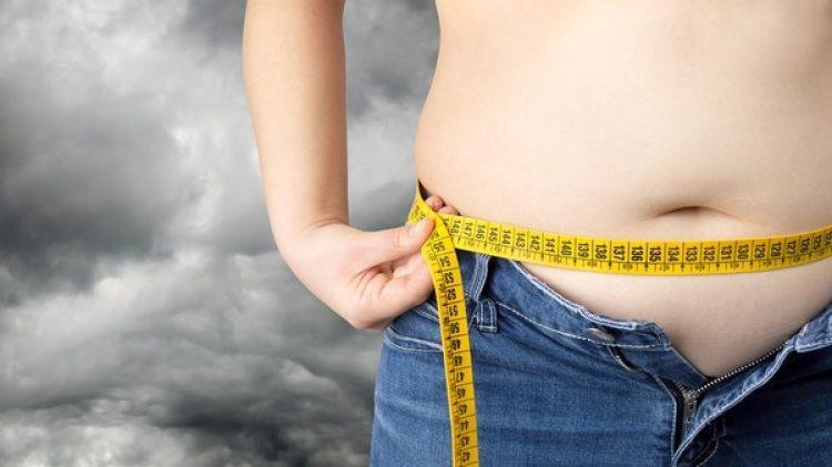 Expertos recomiendan a los padres de familia insistir a sus hijos en la importancia de la dieta y la actividad física para evitar sobrepesos (Getty Images)