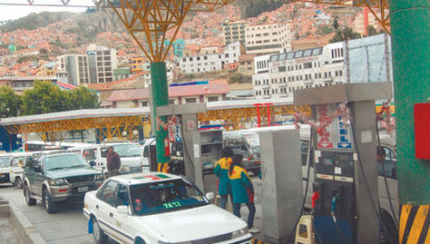 Una estación de servicio ubicado en la avenida Montes en La Paz. Foto: Archivo