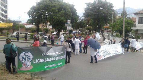 Profesionales en salud se suman al paro y bloqueo dispuesto por cívicos en Cochabamba. Foto:Fernando Cartagena