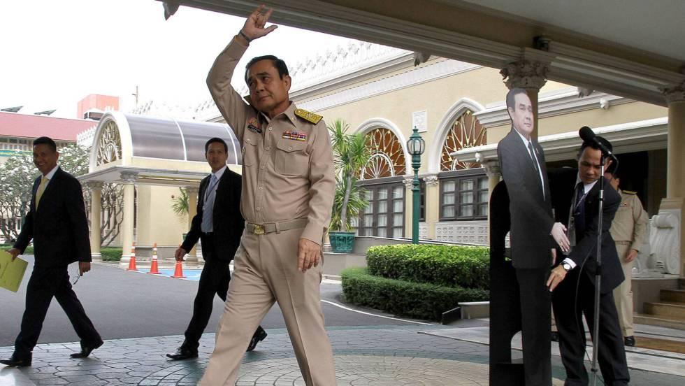 Primer ministro de Tailandia evade a periodistas con