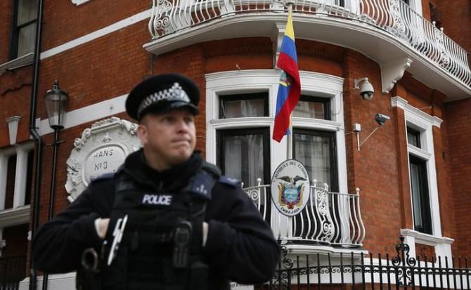 Julian Assange podría perder su asilo en la embajada de Ecuador en Londres