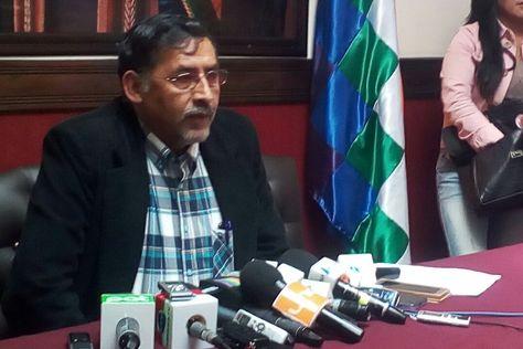 El ministro de Trabajo, Héctor Hinojosa, se refiere al prolongado paro médico.