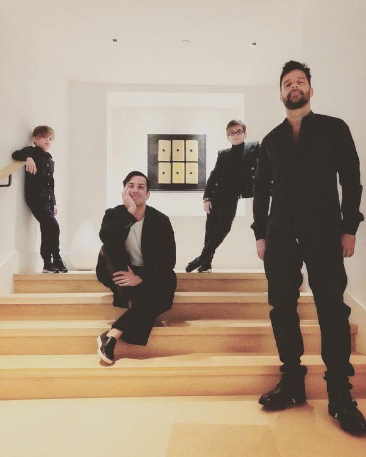 Ricky Martin con su esposo y sus hijos.