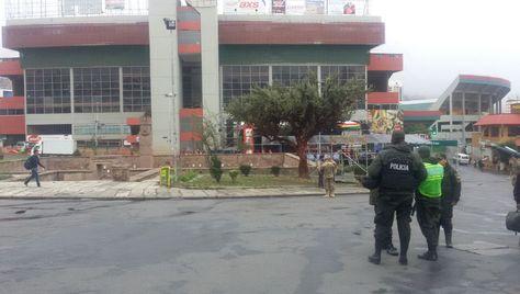 La Policía boliviana cerró desde las 00.00 varias vías en La Paz y El Alto. Foto: Erik Ortega