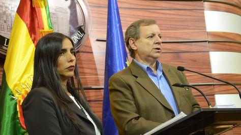 Conferencia de prensa de José Alberto Gonzales y Gabriela Montaño.