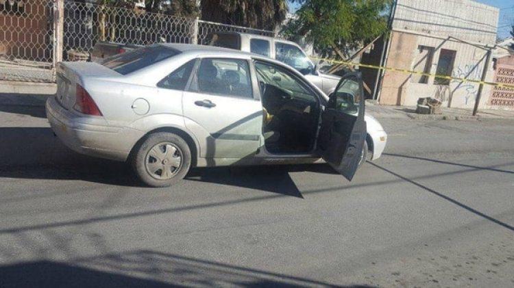El automóvil de Carlos Domínguez Rodríguez después del ataque (@rocko_richard)
