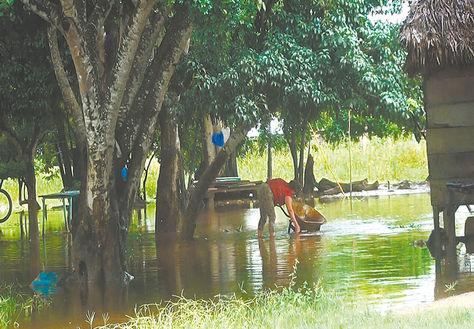 Fenómeno. Desborde del río Ibare (Beni), a la altura de Loma Suárez, a 12 kilómetros de Trinidad, ayer.
