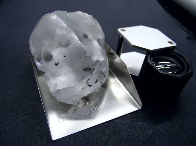 El diamante encontrado por la empresa británica Gem Diamonds en una mina cercana a Maseru. (EFE)