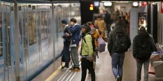 Filman como un pasajero muere desangrado en el metro de París sin ayudarlo