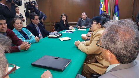 Reunión entre autoridades de Gobierno y Médicos.