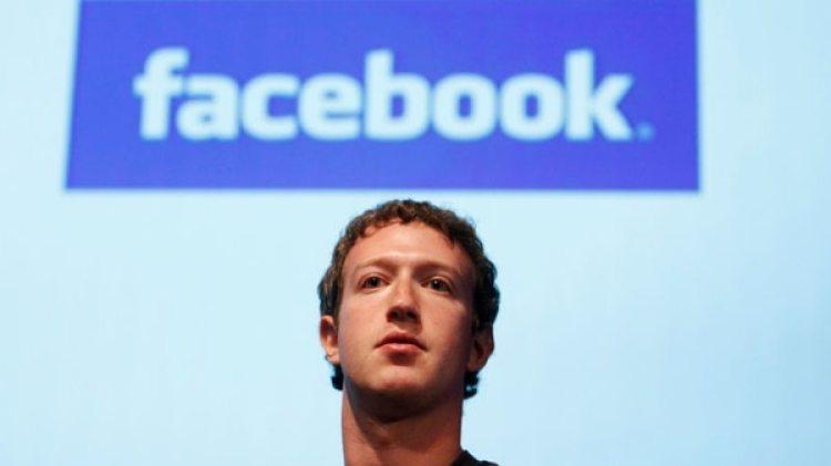 Mark Zuckerberg, el fundador y director ejecutivo de la empresa que enfrenta críticas por su posible uso para influir la soberanía del voto en distintos países.