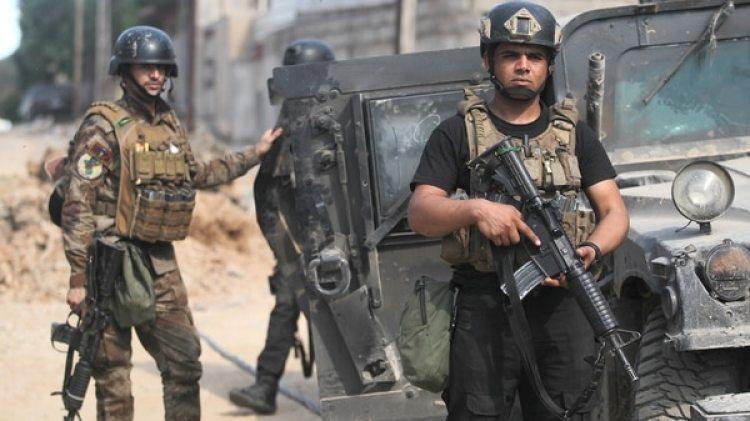 Miembros del Servicio Contra el Terrorismo de Irak toman posiciones en Mosul (AFP)