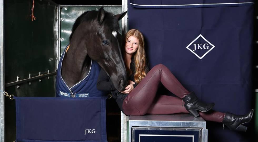 Jennifer Gates con su caballo en una foto de Instagram.