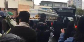 La joven pareja fue enterrada en medio de llanto y pedidos de justicia