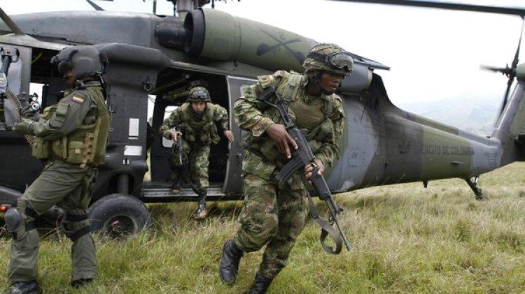 Miembros del Ejército y la Policía de Colombia. (Archivo)