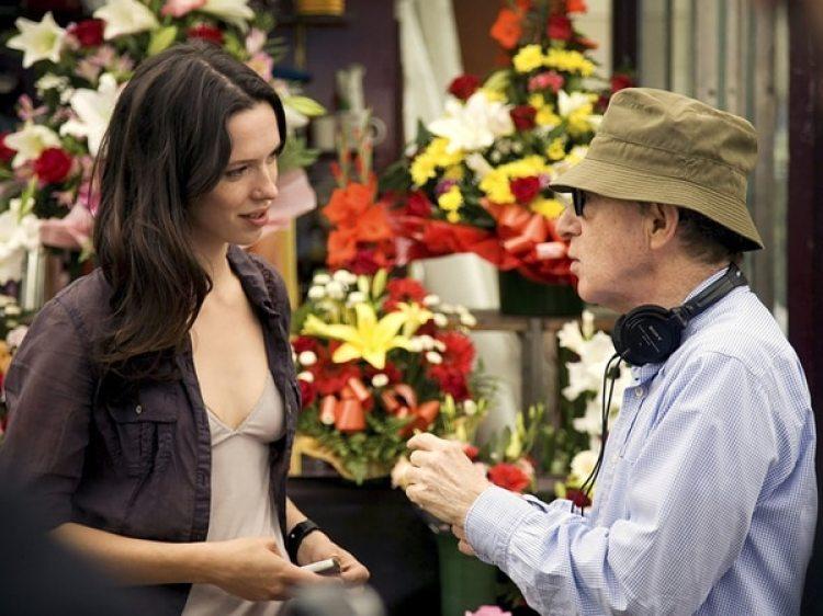 Rebeca Hall en el set con Woody Allen