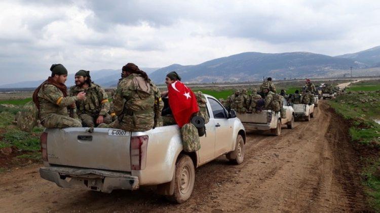 Milicianos sirios y soldados turcos avanzan en Siria (AP)