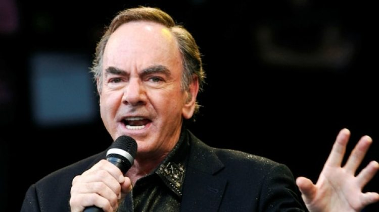 Neil Diamond durante el Festival de Glastonbury en 2008 (Reuters)