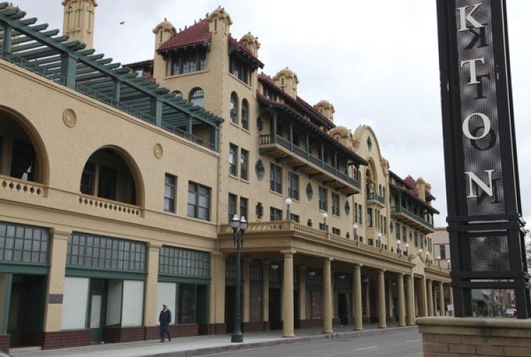 El históricoHotel Stockton en Stockton, California (AP/Ben Margot, archivo)